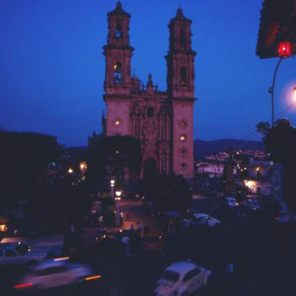 Santa Prisca de Taxco at night